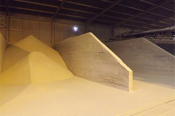 Non-wetting dust suppression clay powder product