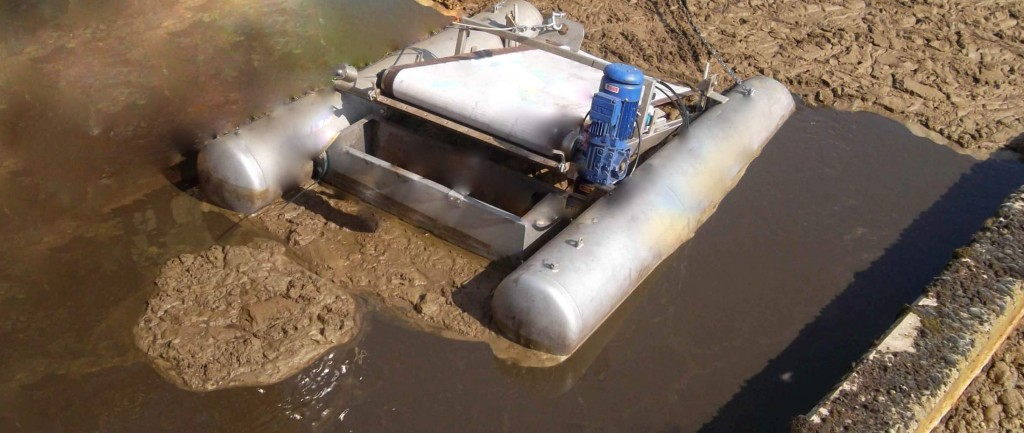 Float-mounted unit installed in oxidation ditch