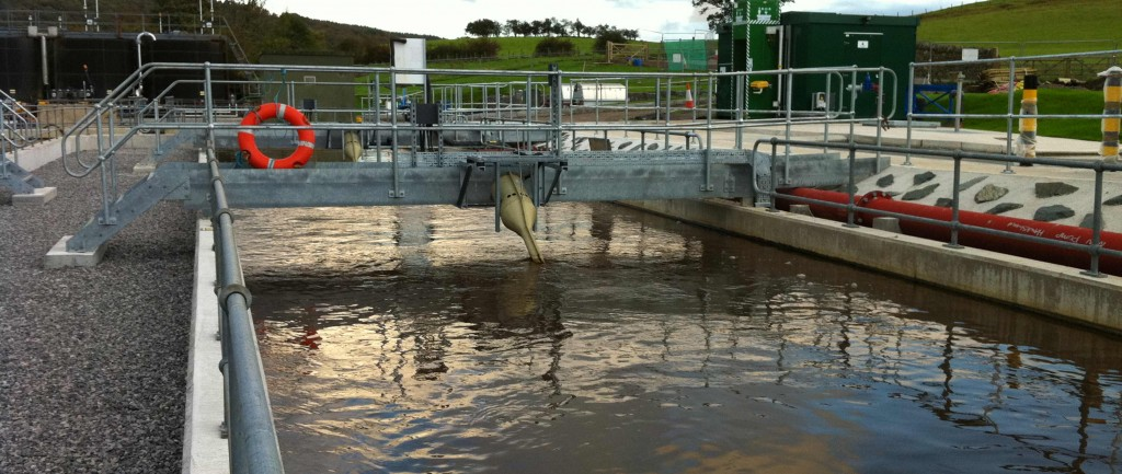 Bridge-mounted aerators in modern oxidation ditch